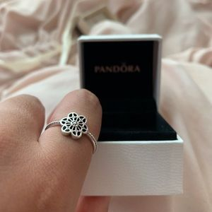 PANDORA Floral Daisy Lace Ring *NEW*